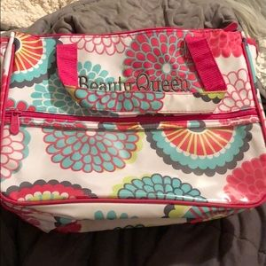 BUNDLE&SAVE! Thirty one make up bag.